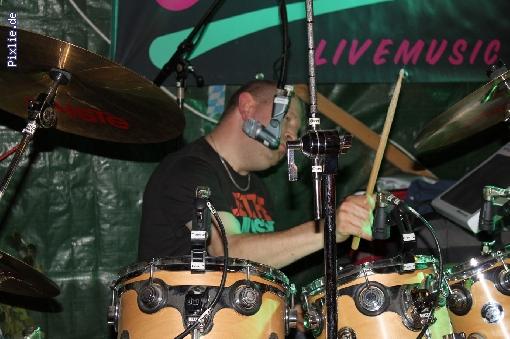 http://joy-livemusic.de/pixlie/cache/vs_2011-09-25%20Oktoberfest%20Neida_joy_018.jpg